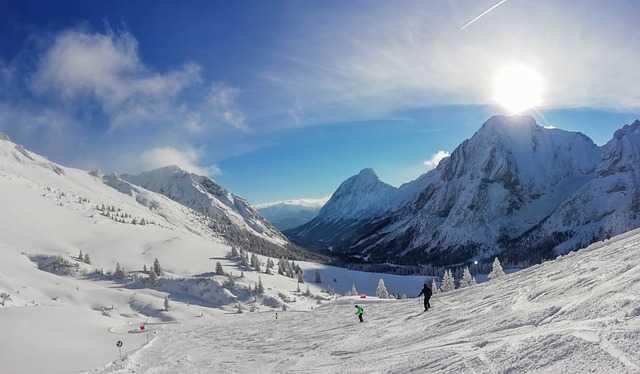 Macron au ski dans les Pyrénées, polémique