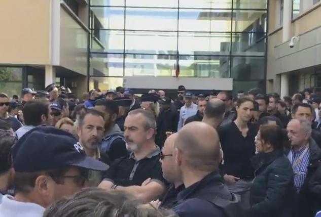 à Toulouse, les policiers ont rendu hommage à leurs collègues