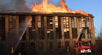 Graulhet, un feu détruit une ancienne mégisserie