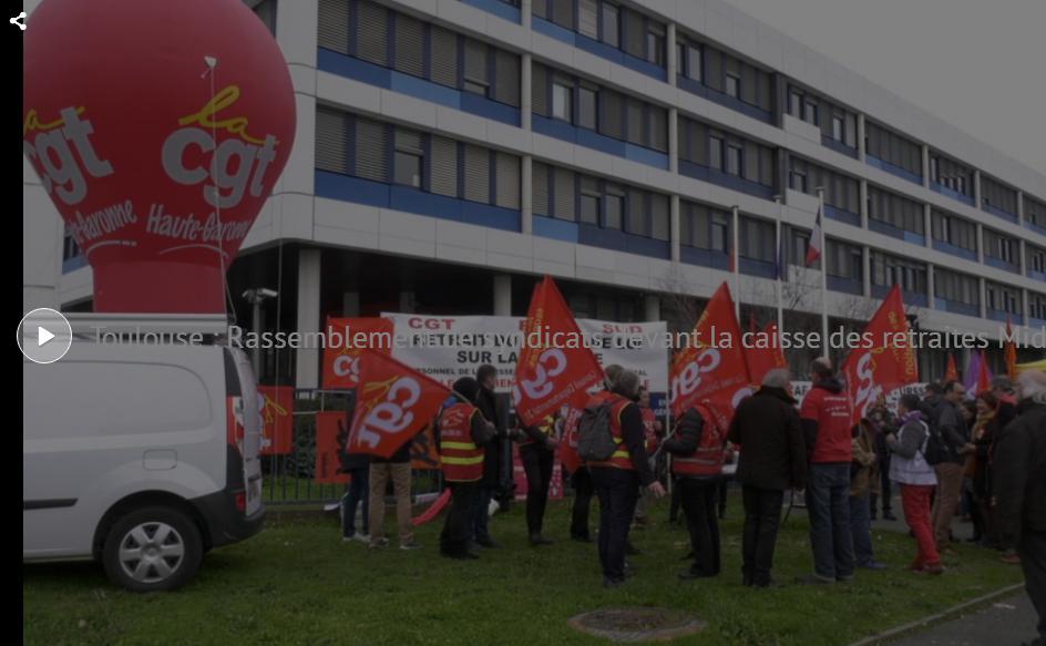 Retraites. manifestation à Toulouse devant la caisse d'assurance
