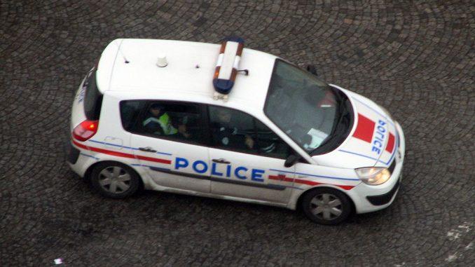 En garde à vue pour une banderole anti Macron sur sa maison