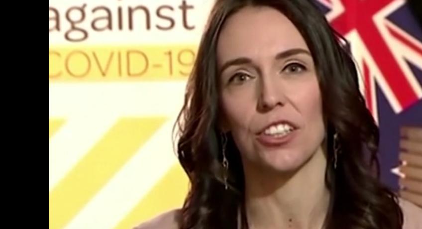 Nouvelle Zélande. Jacinda Ardern Première ministre en direct à la télé lors d'un tremblement de terre
