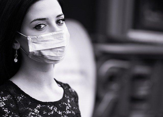 Coronavirus : l'OMS recommande le port du masque dès l'âge de 12 ans