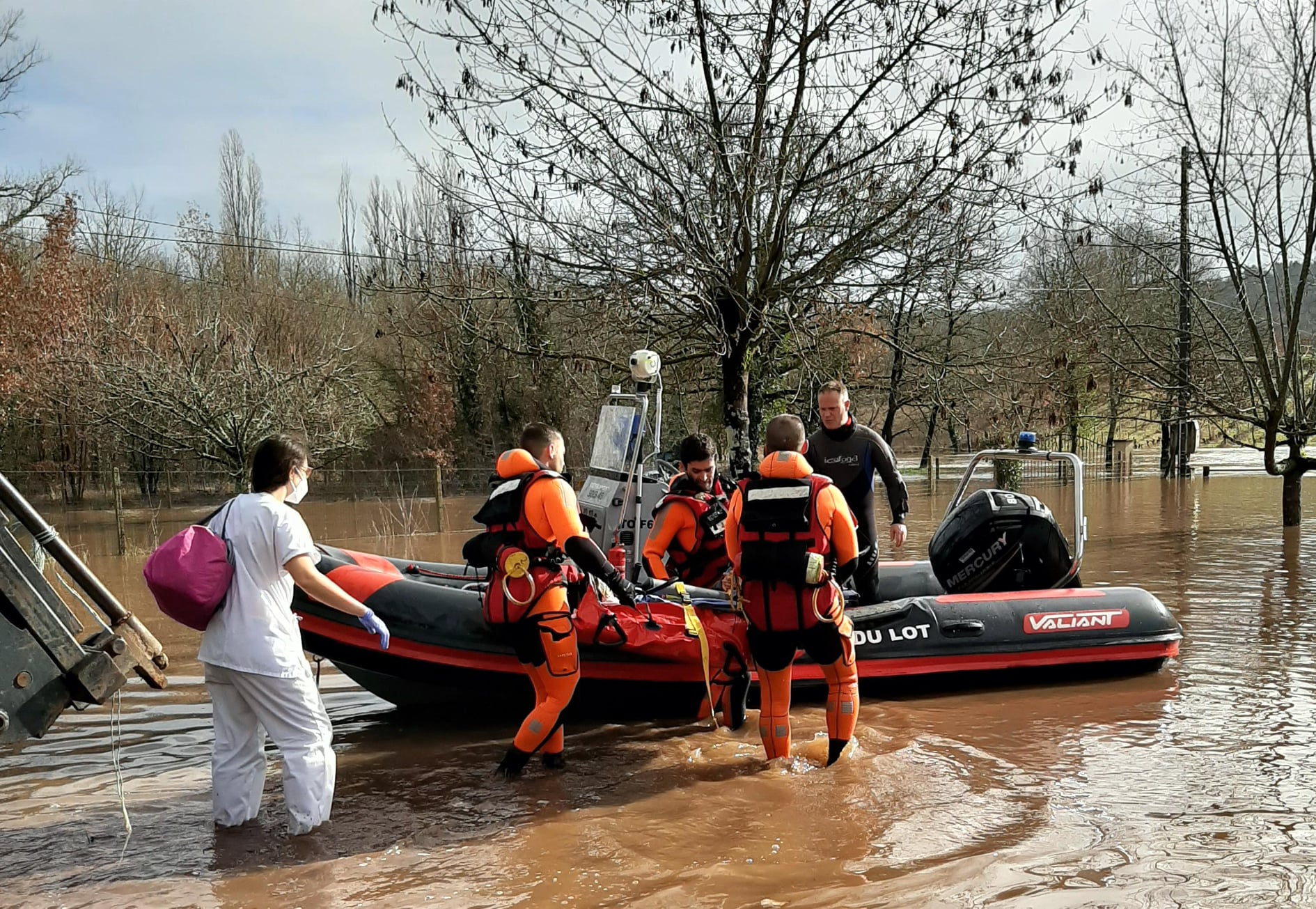 Lot. elle accouche auprès des pompiers en pleines inondations