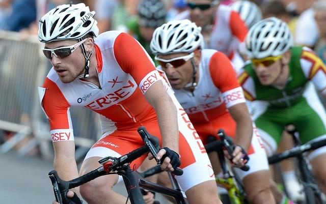 Cavendish gagne à Carcassonne et rejoint Merckx dans la légende