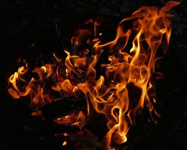 Paris - violent incendie près de l'hôtel de Matignon