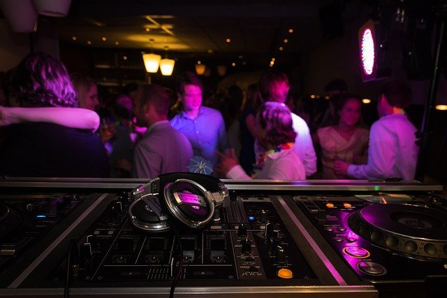 Les discothèque ré ouvrent malgré le variant Delta du Covid19