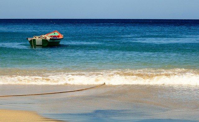 """Covid-19 en Martinique : le préfet demande aux touristes de """"quitter"""" l'île"""